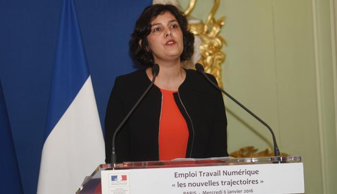 """Myriam El Khomri lors de la remise du rapport """"Travail, emploi, numérique les nouvelles trajectoires"""", autrement appelée Loi El Khomri"""