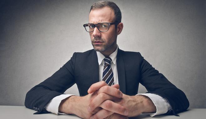 Un recruteur fait passer un entretien de recrutement